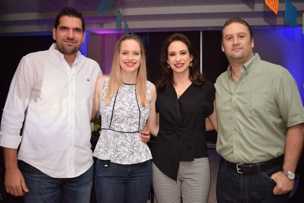 Gustavo y Nathalie Handal con María Adel y Rommel Fuschich.