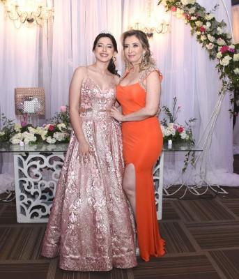 Jennifer Abigail López junto a su madre, Denia Pérez