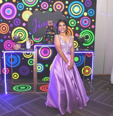 La encantadora Jimena Fernández Brito estelarizó su grandiosa fiesta de 15 años y lució ¡más que linda!