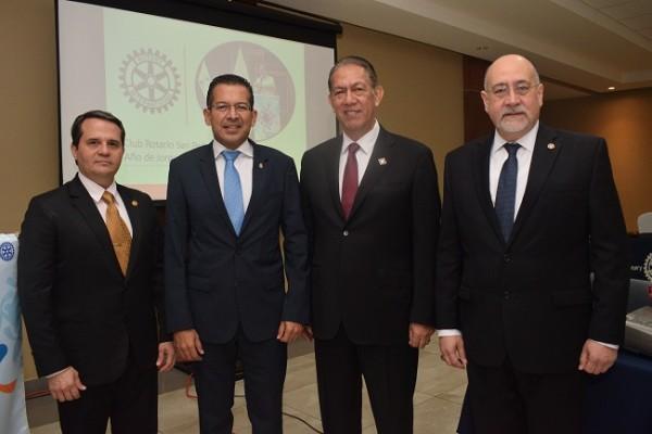Juan Carlos Gamero, Cesar García, Rey Canales y Jorge Sikaffy.