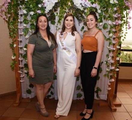 Katty Paz, Andrea Gissela Licona Mariona y Alejandra Paz