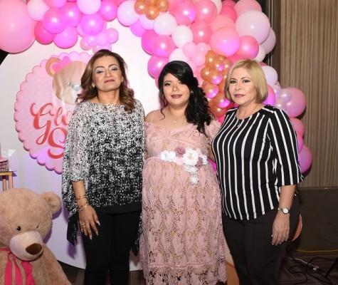 La abuela paterna, Dunia Hernández de Ríos, Gloria Stefanny Girón de Ríos y la abuela materna, Jaqueline Gutiérrez de Girón.