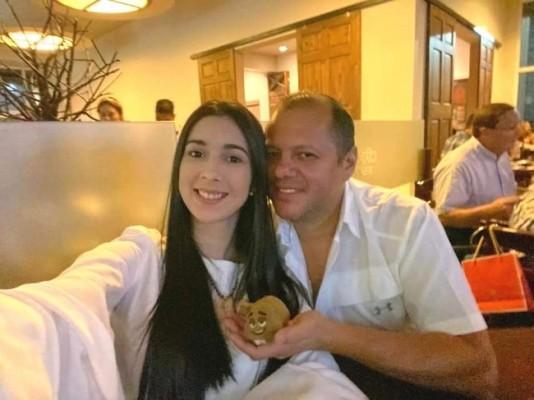 La guapísima ex Miss Honduras Mundo 2017, Celia Monterrosa, presentó a su apuesto novio en las redes sociales… Se trata del empresario santabarbarense, Lucas Reyes, persona muy querida en los círculos sociales pateplumas.
