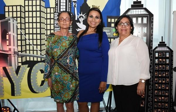 La madre del novio, Mili Diamond, junto a su futura nuera, Martha Isabel Gutiérrez Chinchilla y su madre, Marta Elena Chinchilla de Gutiérrez.