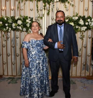 Los padres del novio, Carlos Alfredo Aguilar y Marbeth Alejandra Torres