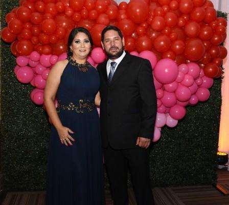 Los padrinos de boda, Gabriela Camacho y Aníbal Castillo