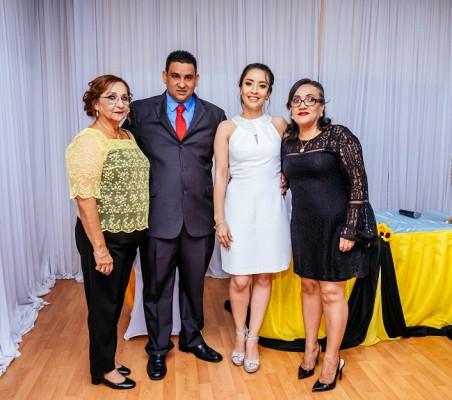 Los recién casados junto a sus madres, Francisca Fuschich de Rubí y Leyda Parham