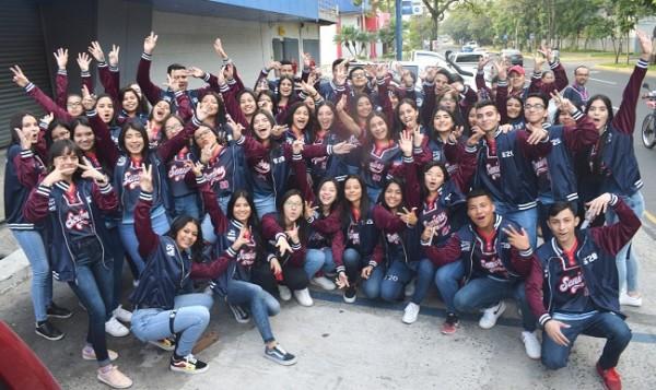 Muy alegres los jóvenes posaron para Farah La Revista en su inolvidable senior entrance