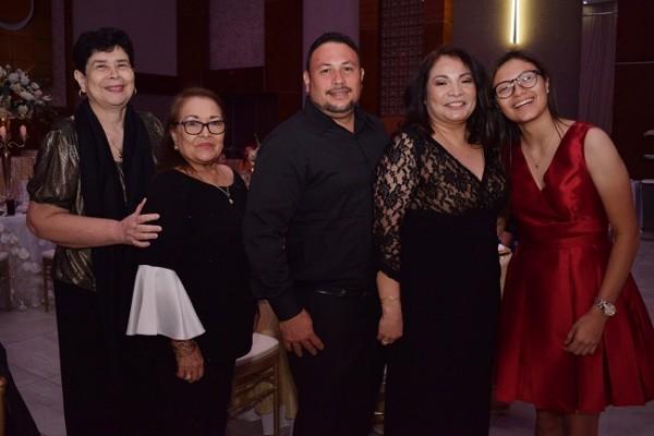 Noemi Castillo, Lidia Castro, Edwin Durón, Waldina Tábora y Génesis Tábora.