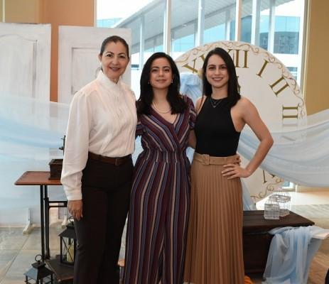 Nohemy de Castellanos, Gabriela y Sergia Castellanos