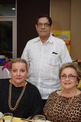 Norma y José Edgardo Valerio con Herta de Rápalo.