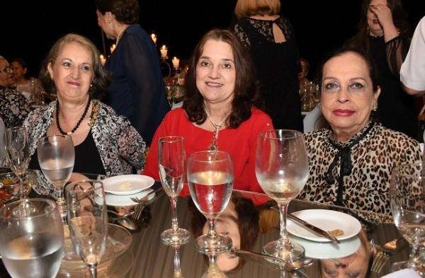 Patricia de Tobón, Claudia Pombo y Ana Salgado