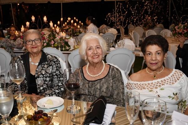 Rebeca de Mejía, Consuelo de Medina y Miriam de Rivera