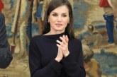 La reina Letizia deslumbra con su look de corte más sensual