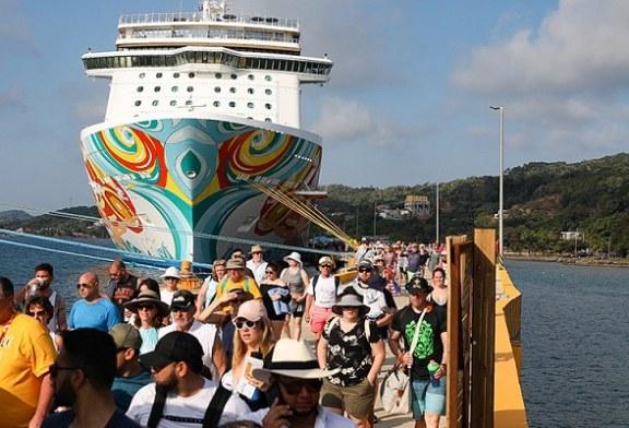 Arriban a Roatán tres cruceros con casi 10.000 turistas provenientes de distintas partes del mundo