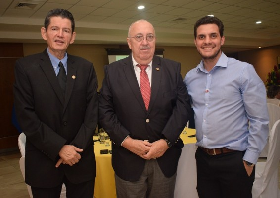 Roberto Kattán, Héctor Aguilar y Ricardo de León.