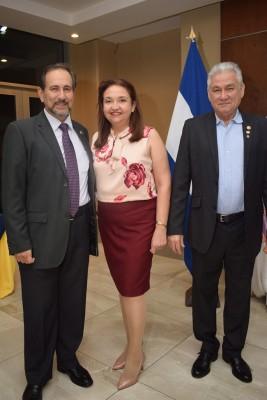 Román Darío, Gisela Rivera y Juan Alberto y Alberto Conedera.