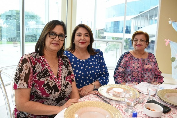 Rosa María Naranjo, Ana Morales y Nohemy de Castro