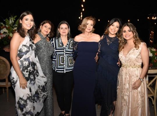 Samaria Mancía, Ángela, Blanca y Oneyda Mancía, Nathaly Rodríguez y Diana Mancía