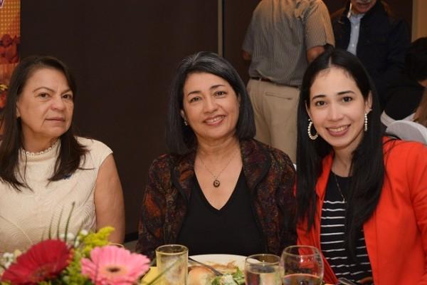 Sofía Pacheco, Leticia Rivera y Divina Smith.