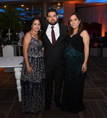 Talia López, José Vallecillo y Vanessa Nasrala