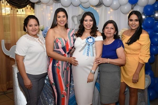 Tania Ortega, Elena Mcfield, Nancy Karina Obando de Paz, María Vargas y Elba de Martínez
