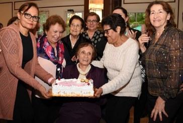 Una tarde de café ¡y muchas amigas! celebrando el cumpleaños de doña Reneé Kawas
