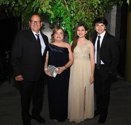 Aldo Santos, Natalia Santos, Gabriela Santos y Aldo Santos Jr.