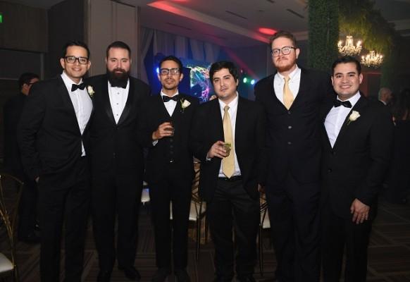 Amigos de los novios en una imagen única para Farah La Revista