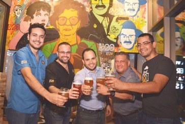 ¡Brindis cervecero! en el primer aniversario de La 20