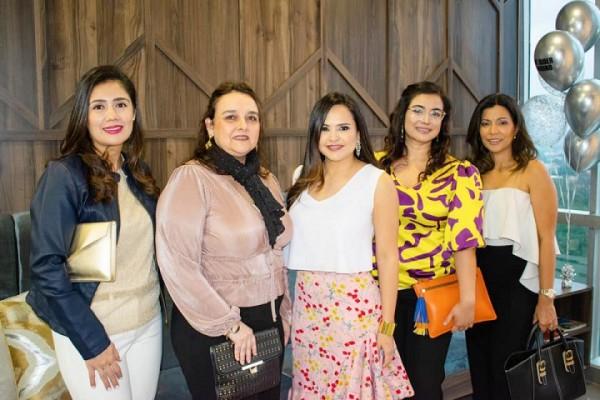 Any y Rider Andino realizaron la inauguración de su nuevo negocio Top Medical Spa, ubicado Nuevos Horizontes Business Center, donde congregó entere los invitados amigos y clientes.