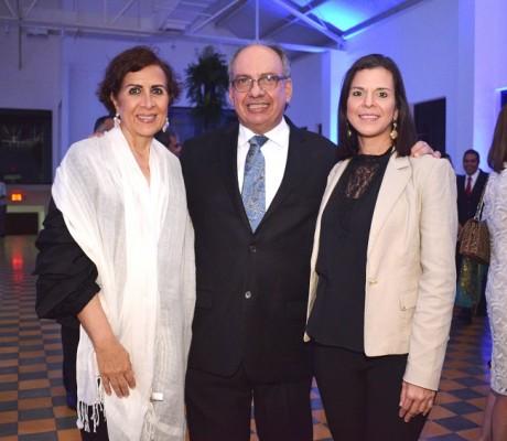 Carmen Faraj, Victor Kawas y Patricia Reynaud.