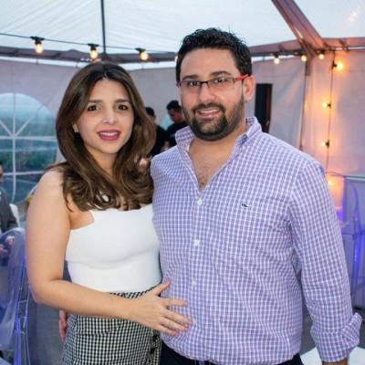 Claudia y Carlos Alberto Pineda Mahchi en la inauguración de Top Medical Spa