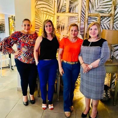 Hoy festeja su natalicio la periodista Mayra Castro, directora de la revista sabatina Primicia que se trasmite por RTV…Mayrita fue finamente agasajada con un delicioso almuerzo en restaurante Ámbar.