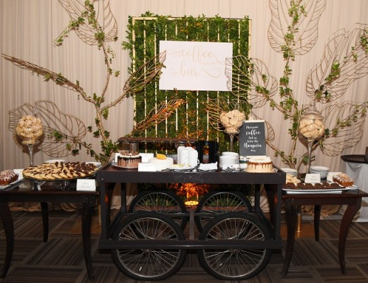 Diversas islas de entrada dieron paso a los más exquisitos fiambres, quesos y frutas, sin olvidar el candy bar y la estación del café, uno de los lugares predilectos para el refinado paladar de los invitados.