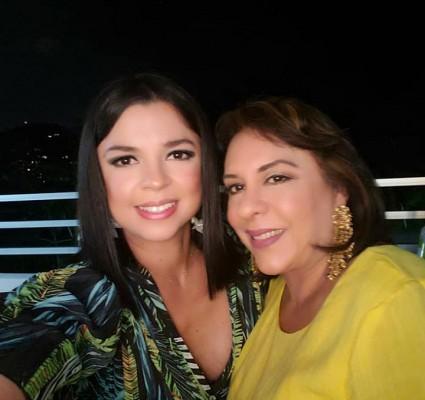 Debbie Figueroa con Diana Caraccili