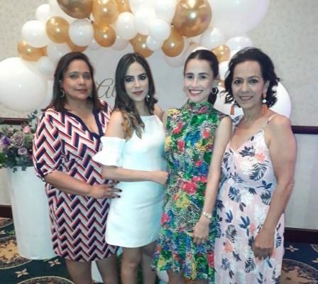 Denia de Kawas, Paola Kawas, Alicia Rodríguez y Lorette Kawas