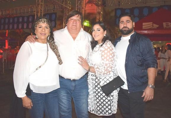 Diana y Gerardo Caraccioli con Sofía y Rene Salem.