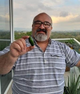 Dr. Luis Tirso Boquin muestra sus dotes agricultor