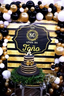 El delicioso pastel de cumpleaños fue elaborado por J.C. Bakery especialmente para la celebración.