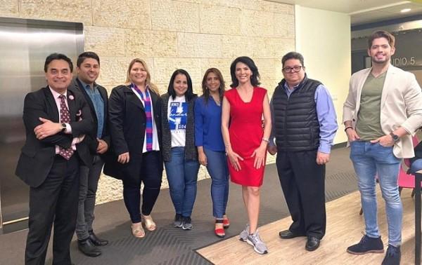 El director Ernesto Pumpo y Expositores del Bazar del Sábado, visitaron las instalaciones de Univision.