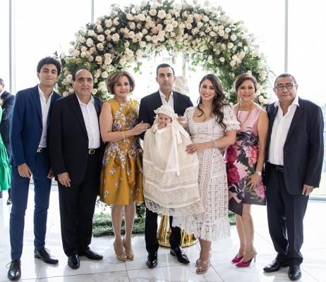 En primera fila estaban muy orgullosos, Jacobo Handal con sus abuelos, Farid y Nancy de Handal; Magda y Luis Antonio Hernández, junto a Ivanna María y sus padres.