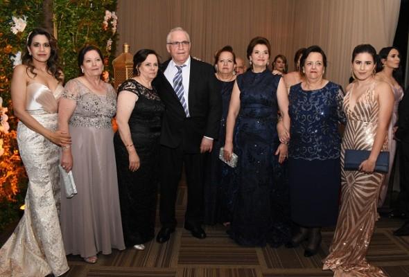 Familiares de doña Soad Vesdiski de Handal, madre del novio, viajaron desde Toronto y Palestina para ser partícipes de la velada nupcial de Elías y Caroll.