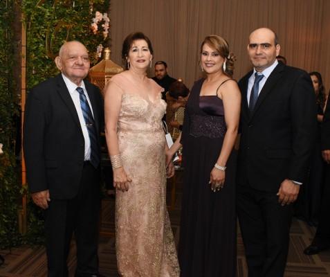 Fuad Handal, Rabab Handal, Siara Cruz y Eduardo Handal
