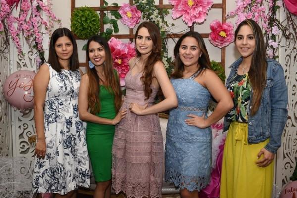 Gracia María Vásquez, Nancy de Jaar, Paola Pineda Kattán, Andrea Jordán y Cinthia Hernández