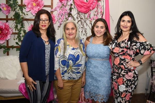 Iliana Lozano, Lourdes Kattán, Andrea Jordán y Claudia Kattán