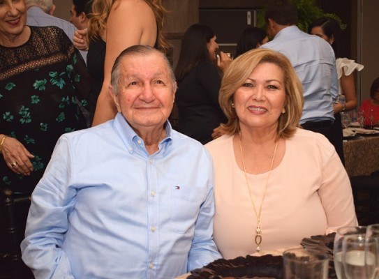José y Alicia Yacamán.