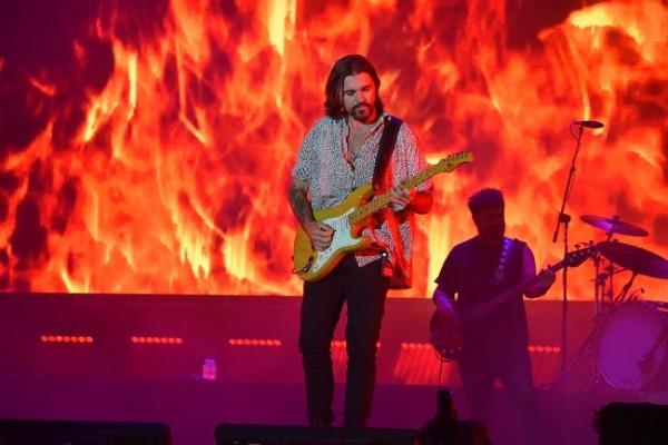 Con un montaje de primera categoría como telón de fondo, Juanes brindó su espectacular concierto durante el Festival Noche del Sabor 2020.