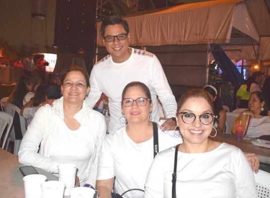 Karen de Calidonio, José Díaz, Paula Díaz y Temis Enamorado.