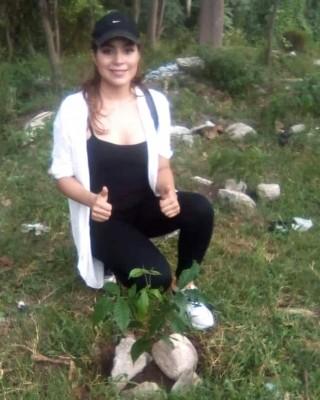 La bella ex Miss Universo Santa Bárbara, Suyen Muñoz está realizando una masiva campaña ecológica con jóvenes sampedranos para la preservación del medio ambiente…La ex reina y modelo del programa de Salvador Nasralla dijo que continuará todo el año con su programa ambiental para los que deseen unirse.